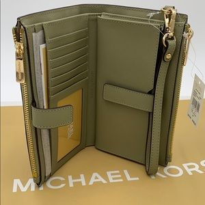 MICHAEL KORS LARGE DOUBLE ZIP WRISTLET THYME
